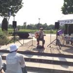 立川いったい祭りに参加した立川のギター教室、アルファノートミュージックスクールの生徒による演奏